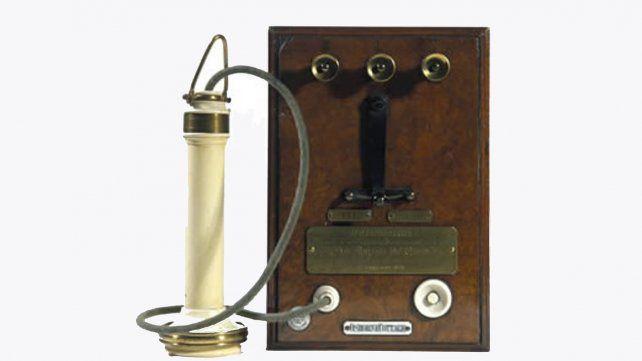 Simil del aparato utilizado para las primeras comunicaciones telefónicas.