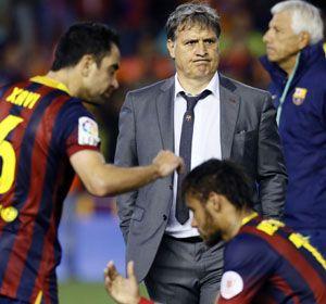 La imagen de la desolación. El Tata muestra un gesto adusto tras perder otra vez ante Real Madrid.