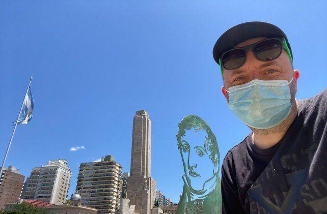 El blogger Sir Chandleren su paso por el Monumento este verano de pandemia.
