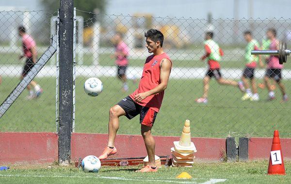 Milton Casco podría llegar a jugar como lateral derecho ante Arsenal.