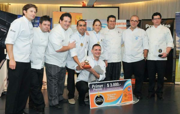 El equipo de cocineros del restaurante Dique 1 del casino de Santa Fe ganaron el concurso de chefs