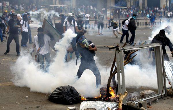 En Caracas se vivieron nuevos enfrentamientos. Desde la OEA y la ONU examinan la situación en Venezuela.