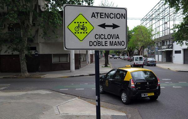 Los vecinos aseguran que los carteles no son suficientes para evitar accidentes. (foto: Alfredo Celoria)