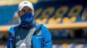 Cristian González pensó un equipo pero algo deberá cambiar.
