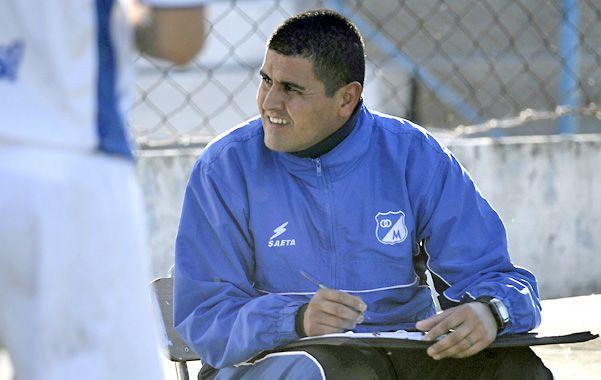 Toma nota. Charles Pérez siguió  y anotó cada jugada del nuevo equipo salaíto.