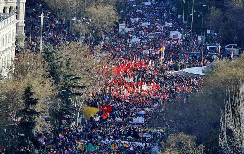 Marea humana. Los españoles protestaron contra el alto desempleo.