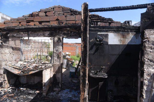 Tres mujeres se quedaron sin nada por el incendio de su casa y ahora piden una mano