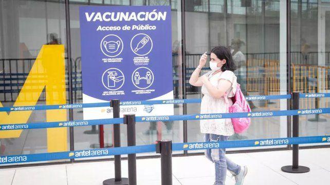 Un centro de vacunación en Montevideo. Uruguay ha vacunado al 37% de su población al menos con una dosis.