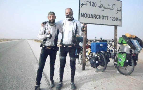 Registro. Favio y Marcelo publican detalles de su increíble viaje en su página web (www.pedalearelmundo.com).
