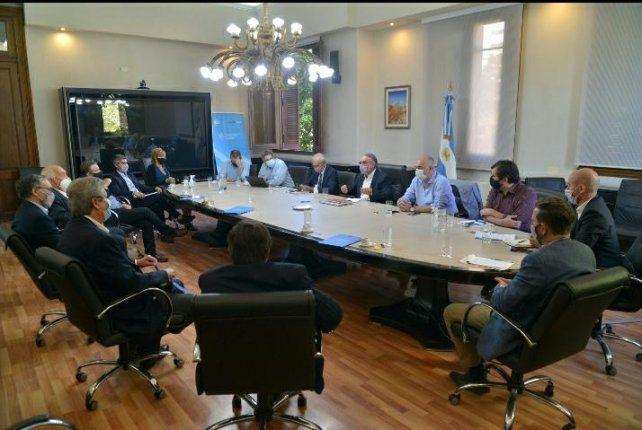 El ministro Basterra encabezó el encuentro de ayer con las entidades agroindustriales.