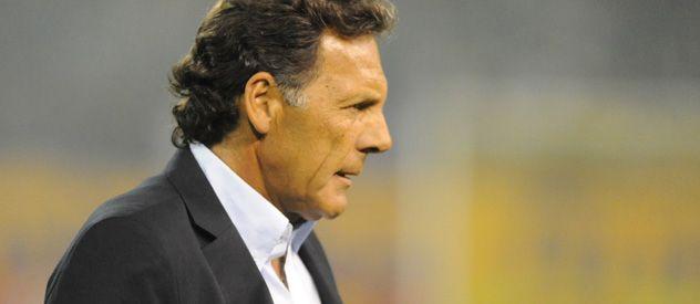 Espera. Miguel Russo pretende la llegada de dos jugadores en la ofensiva. Con Castillejos ya mantuvo una charla.