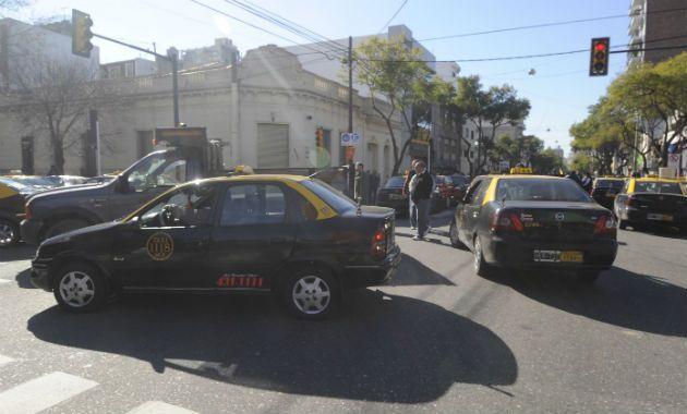 Giuliano exigió explicaciones a raíz de las denuncias de los taxistas.