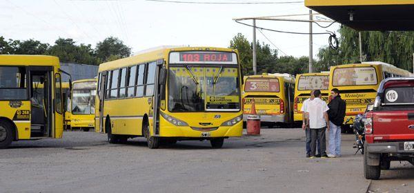 Rosario Bus podría entregar el 30 por ciento de sus líneas a la gestión municipal. (Foto: S. Salinas)