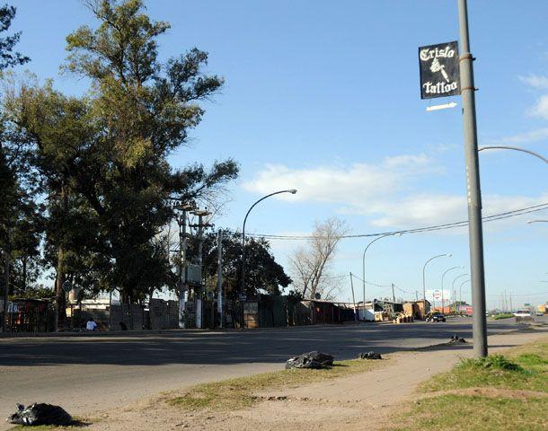 La víctima fue baleada ayer al mediodía en Ayacucho al 6500. (Foto: Virginia Benedetto)