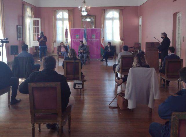El encuentro se desarrolló en el Salón Dorado del municipio casildense.