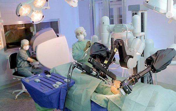 Acción. Los hospitales estadounidenses publicitan las cirugías en folletos