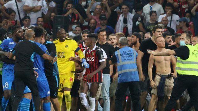 Violencia en el fútbol francés: Marsella no volvió a la cancha y se suspendió el partido