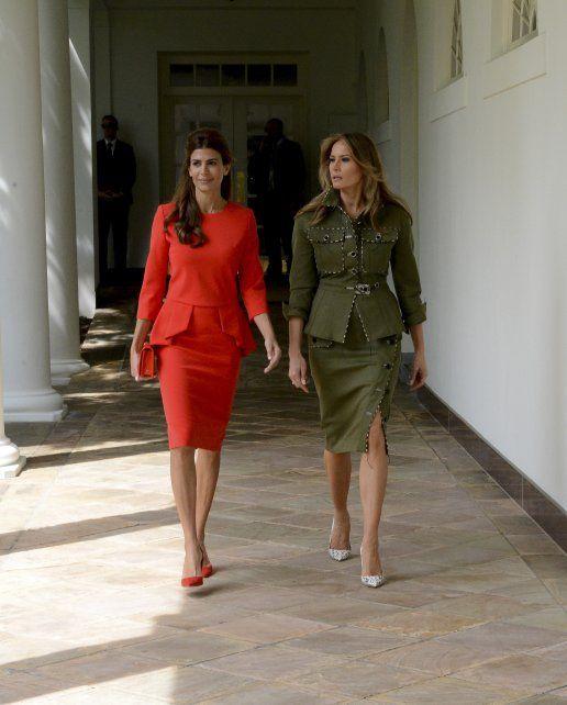 Primeras damas en rojo y verde