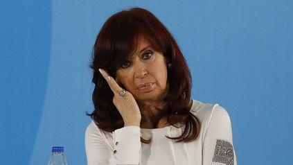 Esperando una buena. Cristina volvió a peronizar su discurso para que no se le escurran más votos en las generales de noviembre.
