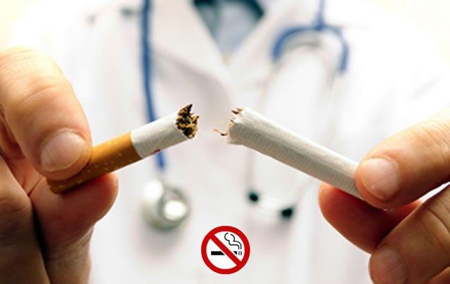 A la hora de dejar de fumar es importante el apoyo de un médico y un psicólogo.