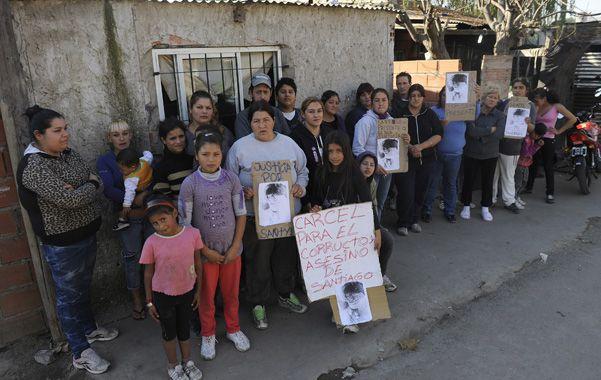 Apoyo. Los vecinos de Cintia no dudan en pedir justicia y acusar al almacenero.