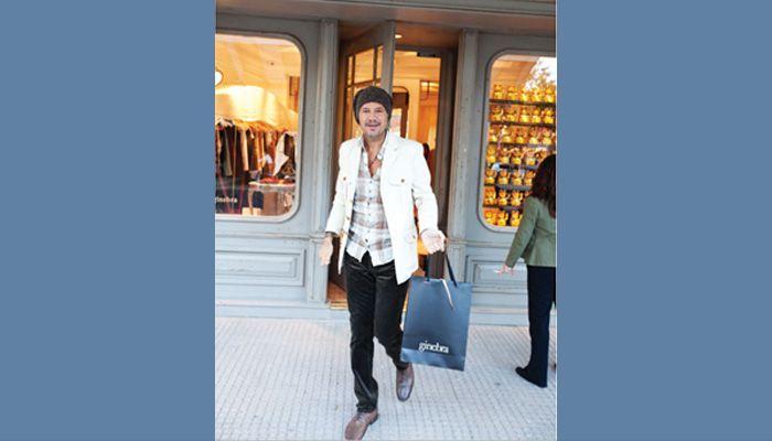 Marcelo Tinelli sorprendió en Palermo con su nuevo look otoñal