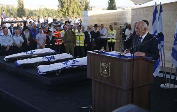 Congoja. El presidente Shimon Peres y Netanyahu presidieron las ceremonias fúnebres de los adolescentes.