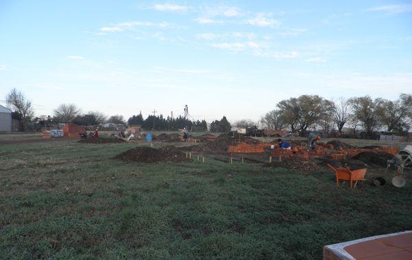 Cimientos y paredes. Iniciaron los trabajos para levantar las casas en Chabás.