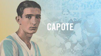 Capote vestía la camiseta de Independiente en esos momentos, pero hasta 1936 jugaba en la Rosarina para Central Córdoba, ingresó a los 84 por Francisco Varallo y metió los dos goles ante 80.000 personas en el Viejo Gasómetro.