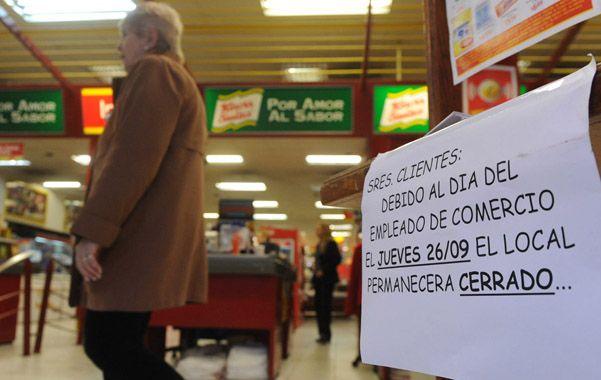 Cerrado. Los carteles ya anunciaban ayer el cierre en el ingreso al shopping Portal Rosario