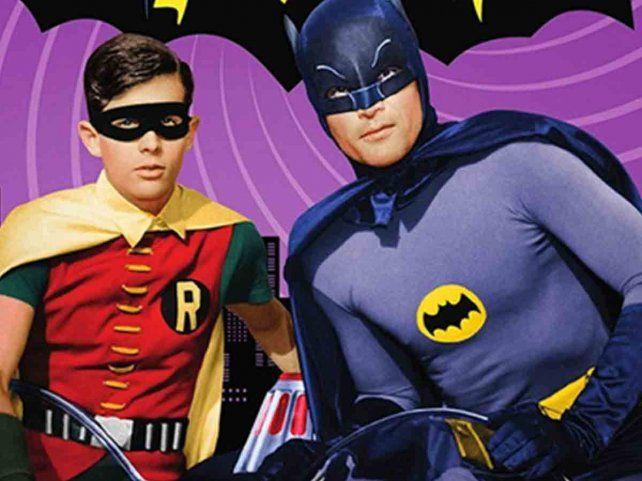 """""""Batman"""", la serie protagonizada por Adam West y Burt Ward, se estrenó en 1966 y tuvo tres temporadas. Ese mismo año se estrenó la película."""