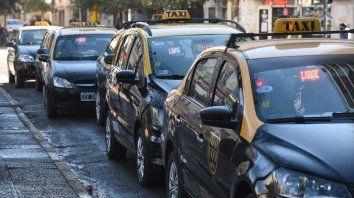 Los controles psicofísicos no lograron advertir la presencia de taxistas violentos al volante. Uno de ellos se desnudó frente a una periodista hace unos días en plena calle durante una protesta