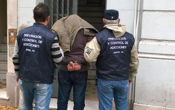 marche preso. Carlos Alberto A. fue detenido ayer. Había cambiado su fisonomía. Le incautaron 50 gramos de cocaína.