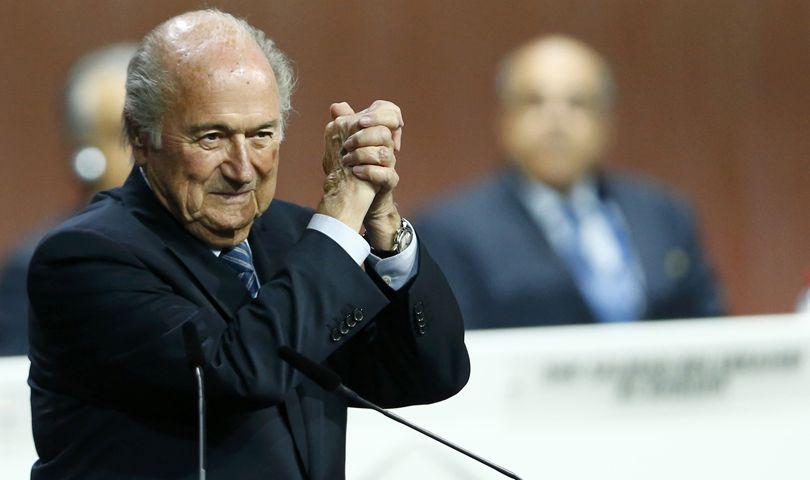 Blatter seguirá en la presidencia de la Fifa.