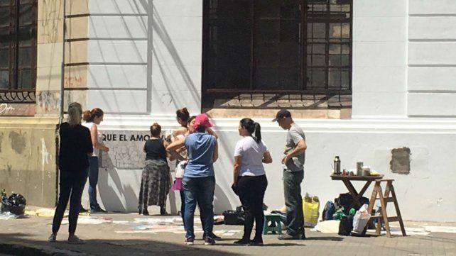 Esta mañana comenzaron a pintar el mural en Ayacucho y Montevideo.