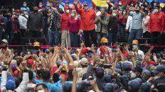 Maduro y su esposa presiden un acto junto a candidatos del oficialismo en Caracas.