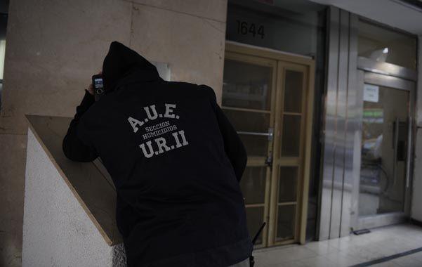 La puerta. Agentes de la Unidad Regional II estuvieron en la escena del hecho levantando las primeras pruebas.