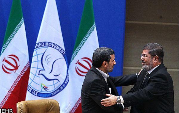 Ahmadineyad con Mohamed Mursi (der)