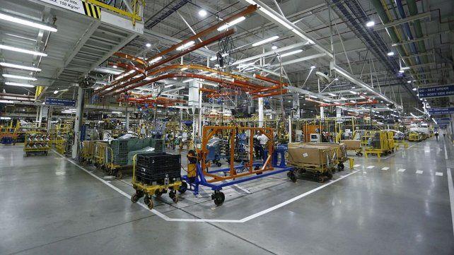 A full. La planta de Alvear se adapta para producir el nuevo modelo.