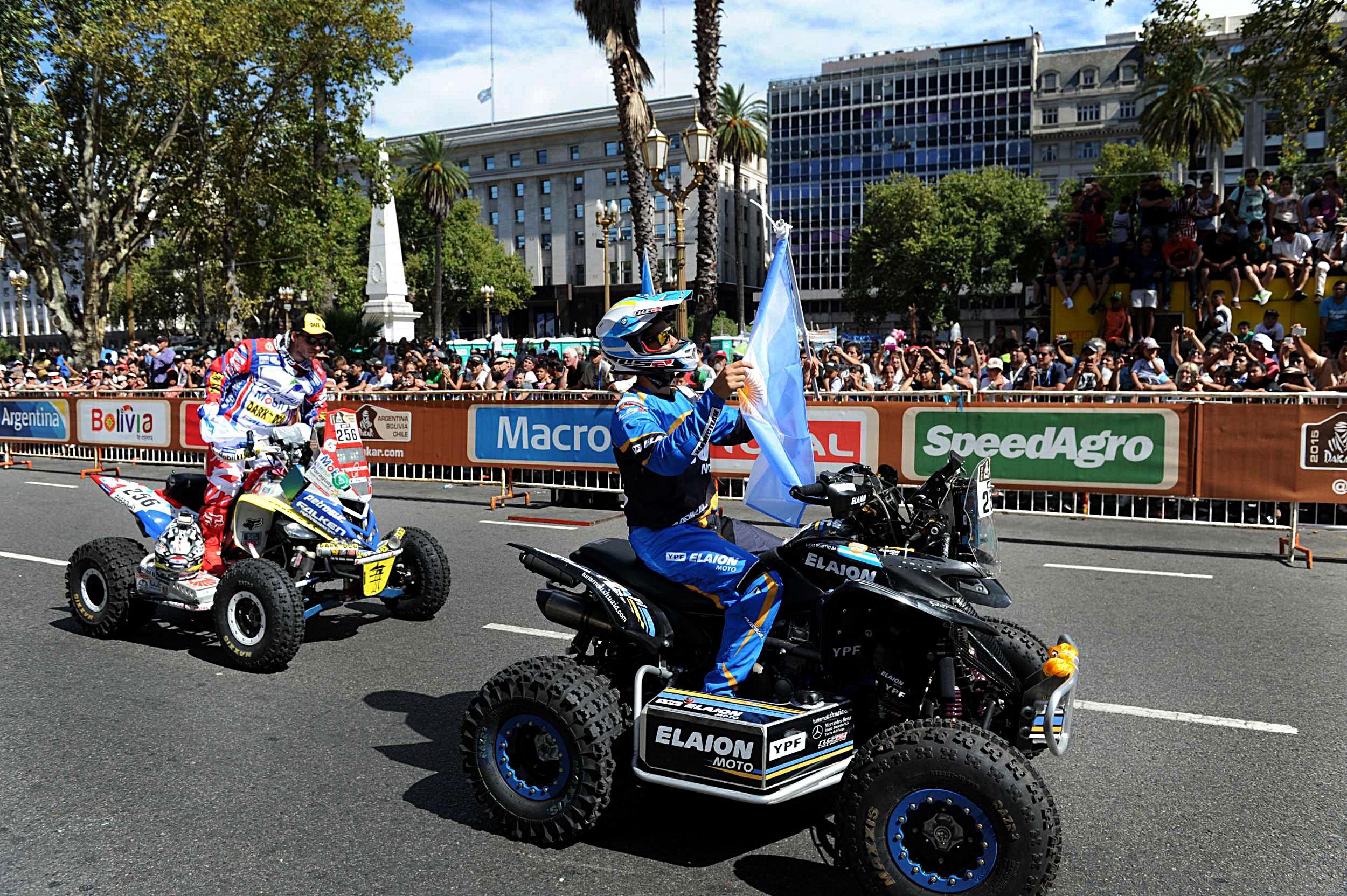El argentino Sebastian Halperín larga en el Rally Dakar 2015 desde Plaza de Mayo.