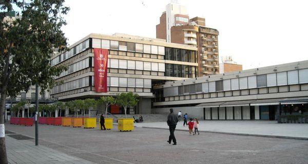 Vecinos quieren que el Centro Cultural Rivadavia se llame Fontanarrosa