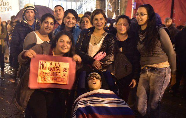 Protesta. Participantes de una manifestación efectuada en el Monumento a la Bandera en junio pasado.