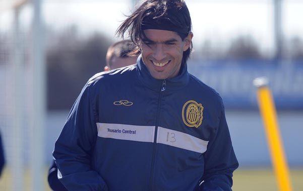 El uruguayo sacó ventaja para reemplazar a Luna ante Colón y debutaría de titular en Santa Fe.