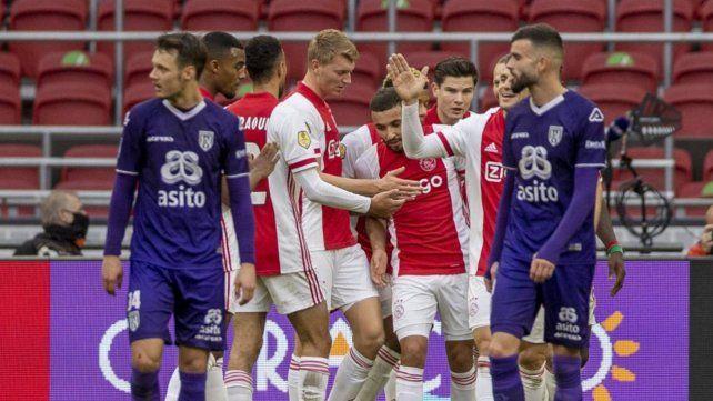 Cinco fueron los festejos de los jugadores de Ajax en la goleada sobre Heracles.