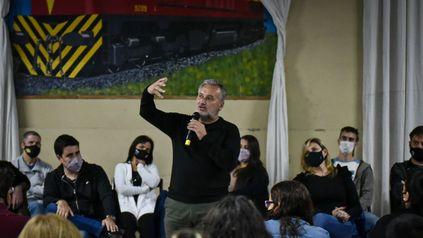 Lewandowski, flanqueado por Toniolli y Sacnun, en el plenario realizado en La Fraternidad.