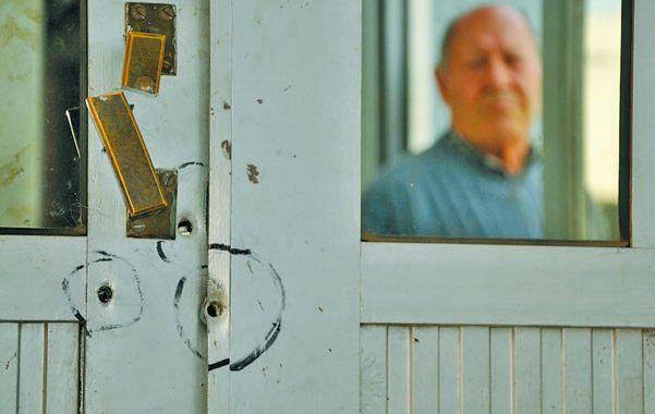 Orificios. Urundez efectuó tres disparos en la puerta de la Secretaría Privada. Después siguió su raíd de furia.