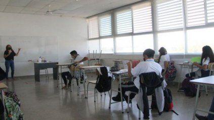 Estudiantes en la escuela. Hay chicos que no tienen conectividad y quedan excluidos del sistema, indicaron desde Docentes por la educación.