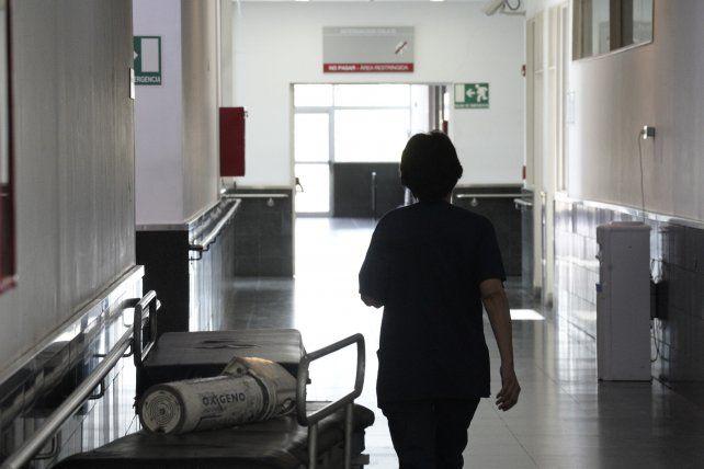 Subió 86 por ciento el promedio de muertos diarios por coronavirus en una semana en la Argentina