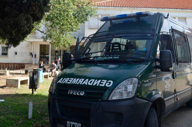 En el procedimiento realizado por Gendarmería se secuestraron teléfonos celulares y documentación.