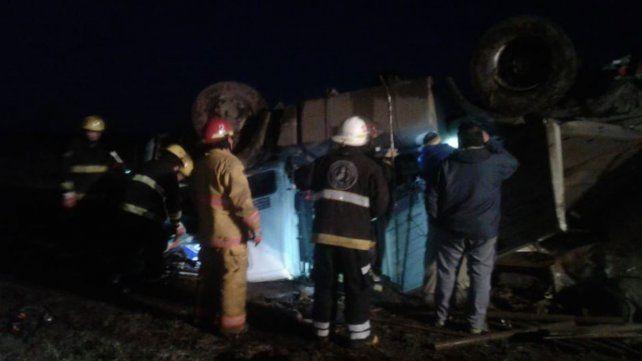 Murió un camionero que volcó en la ruta 90, a la altura de Máximo Paz